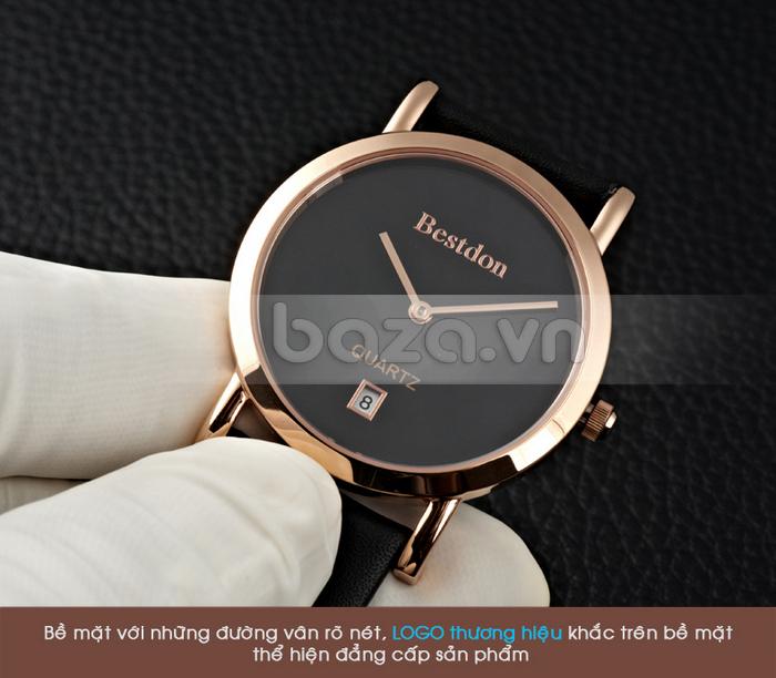 Bề mặt đồng hồ với những đường vân rõ nét cùng logo thương hiệu