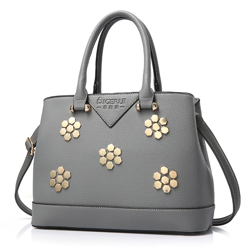 Túi xách nữ Top Handle nạm đinh tán hình hoa AGR