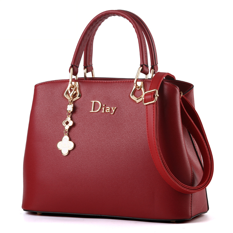 Túi xách Handbag da mềm kèm dây đeo móc hoa AGR