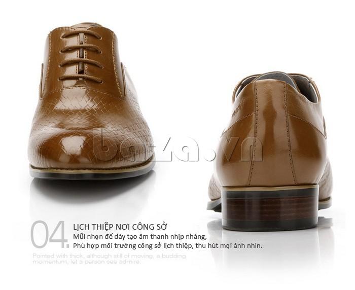 Mũi nhọn đế giày tạo âm thanh nhịp nhàng, phù hợp với môi trường công sở