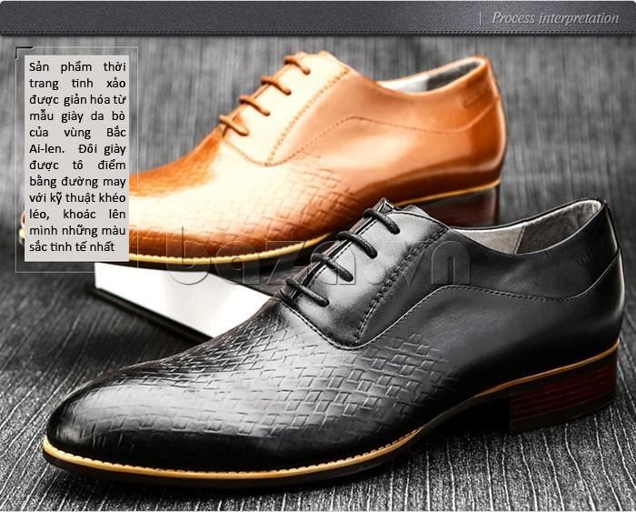 Sản phẩm thời trang tinh xảo được giản hóa từ mẫu giày da bò của vùng Bắc Ailen