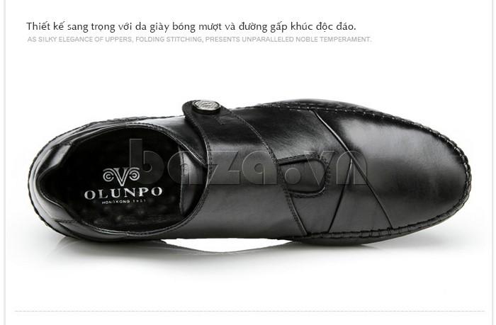 Giày nam thiết kế sang trọng với da giày bóng mượt và đường gấp khúc độc đáo