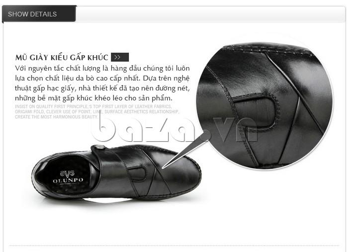 Mũi giày gấp khúc khéo léo tạo nên tính riêng cho đôi giày