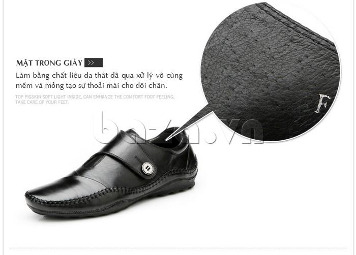 Mặt trong giày làm bằng chất liệu da thật đã qua xử lý vô cùng mềm và mỏng, tạo sự thoải mái cho đôi chân