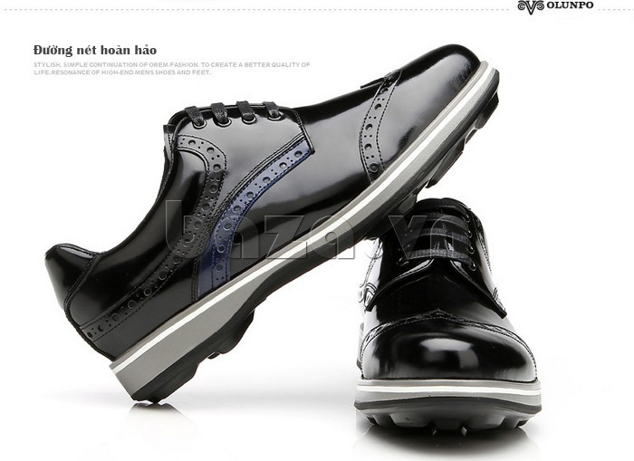 Từng đường nét trên đôi giày da đều hoàn hảo