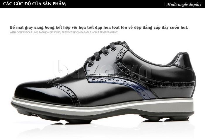 Bề mặt giày sáng bóng kết hợp cùng họa tiết đẹp mắt