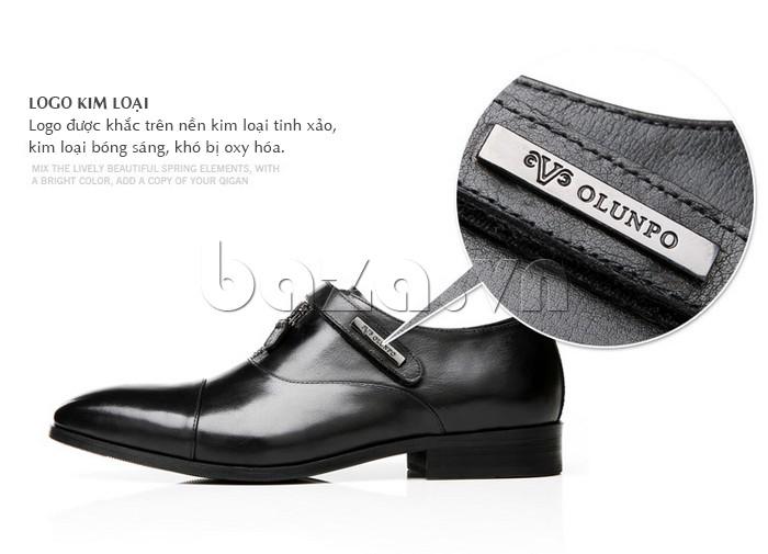Logo kim loại của giày Olumpo QLXS1217 sáng bóng, không bị hoen gỉ