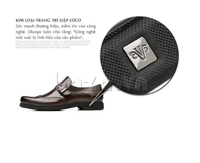 Kim loại trang trí trên giày dập logo chính hãng