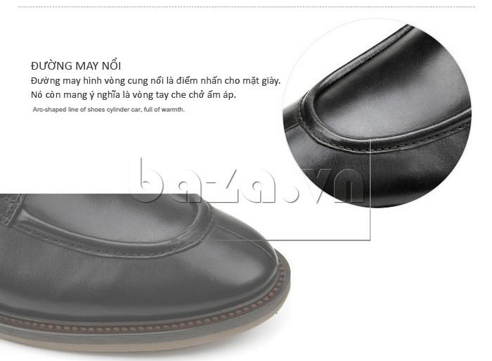 Đường may nổi hình vòng cung là điểm nhấn cho mặt giầy thêm cuốn hút