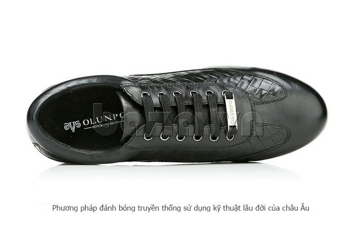 Giày da nam Olunpo QHT1436 sử dụng phương pháp đánh bóng truyền thống