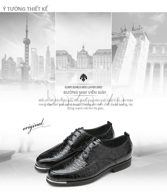Mỗi chi tiết trên đôi giày đều được may tỉ mỉ, cẩn thận