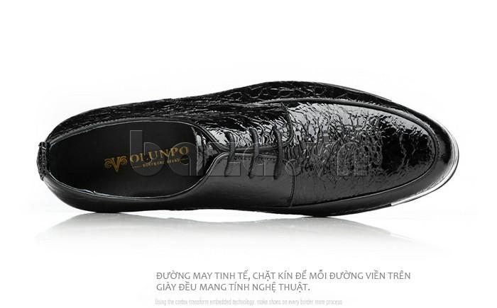 Mỗi đường viền trên giày đều mang tính nghệ thuật