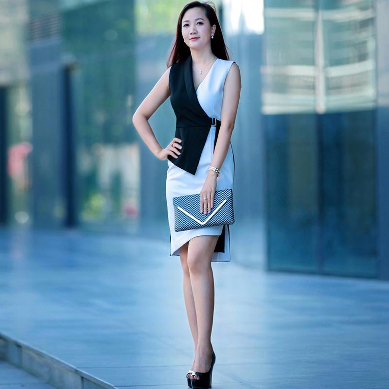Đầm body xẻ vạt thắt đai chéo