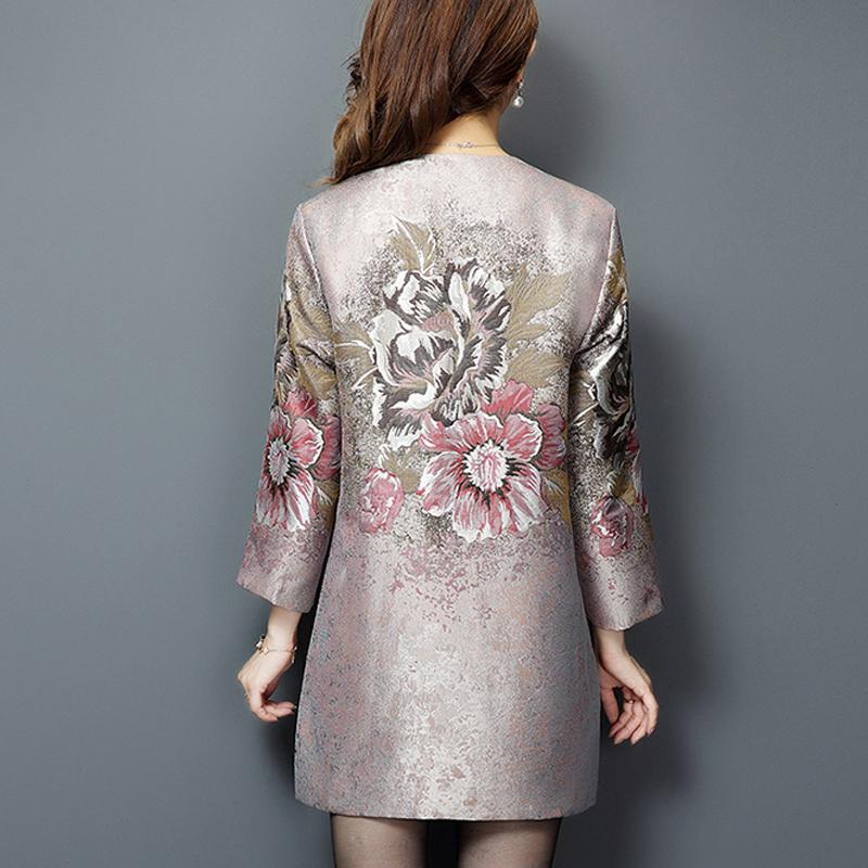 Áo khoác cổ tròn cách tân in họa tiết hoa lá