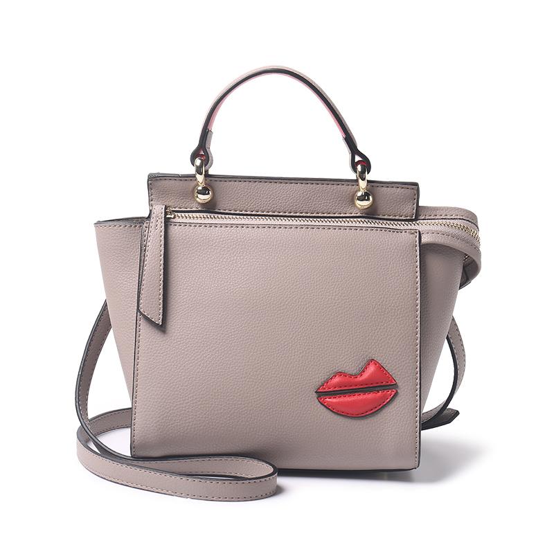 Túi Trapeze in hình đôi môi Ms. Musi