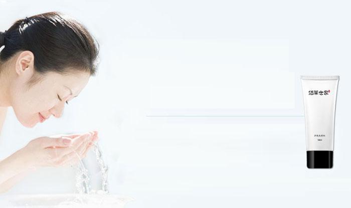 Sữa rửa mặt bảo vệ da Bách Thảo